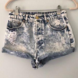 🌴 Acid wash distressed jean shorts size 6